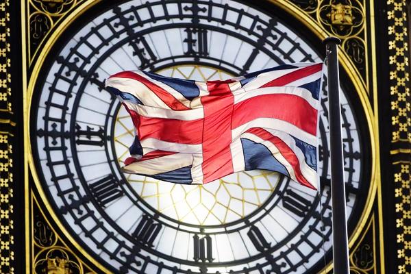 英国与国内的时差由7小时变为8小时